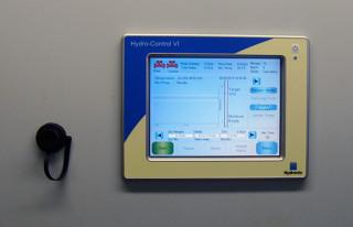 HC06 с USB-адаптером на панели управления